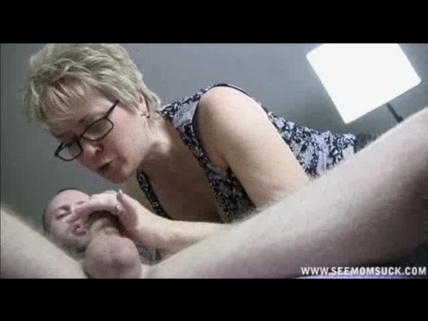 Mover deepthroats his clients cock