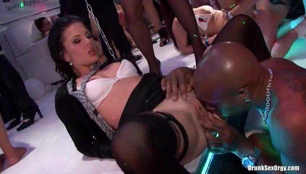 www eroguide com party sex pont