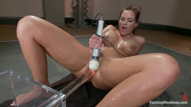 Full speed dildo action